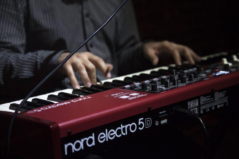 Top 10 Digital Pianos Under $500 in 2019